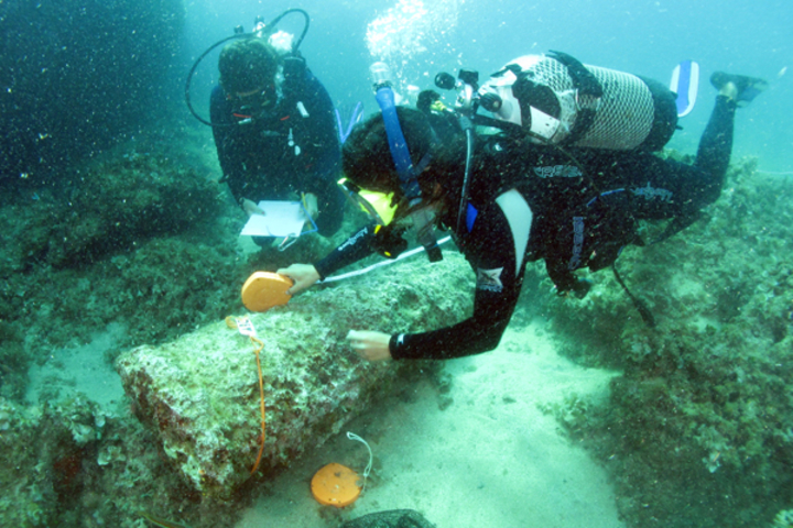 Maritime archeologist Justin Leidwanger maps the cargo of a Roman shipwreck at Marzamemi, Italy.