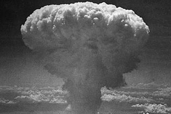 photo of atomic bomb cloud