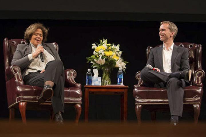 Social theater pioneer Anna Deavere Smith, onstage in conversation Jonah Willihnganz, director of the Stanford Storytelling Project.