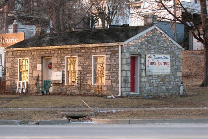Photo of The Welshman's House, a building in Hannibal, Missouri that houses The Huck Finn Freedom Center