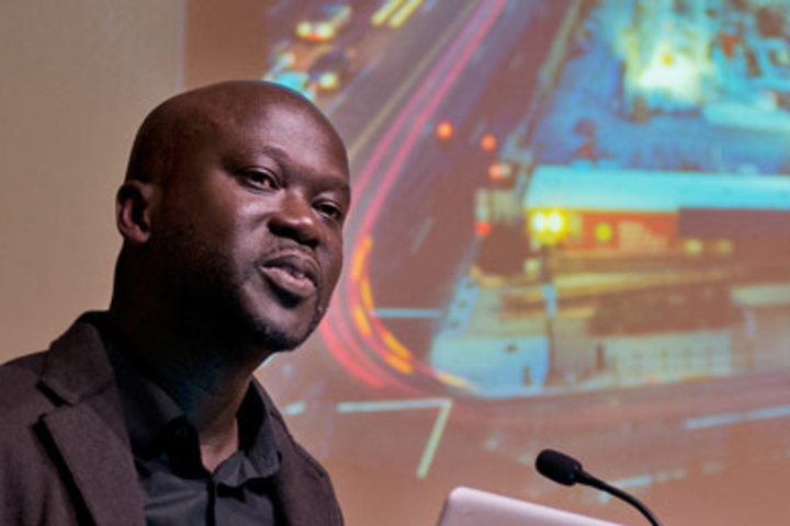 Photo of architect David Adjaye speaking at a podium